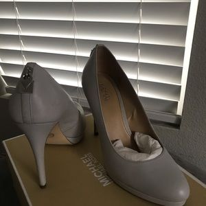 Michael Kors Leather Antoinette Pump Size 7 Grey